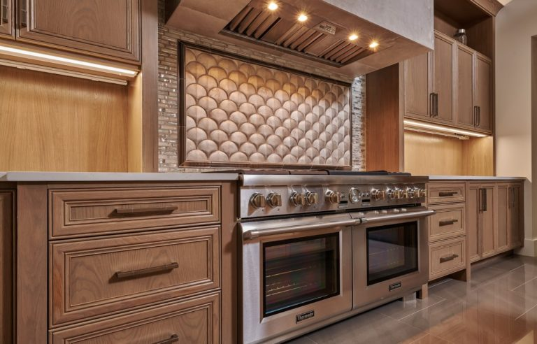scale like backsplash in modern kitchen